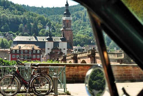 Für die Oldtimer-Fahrt mit dem Ford Mustang 1966 von Kloster Lobenfeld zurück nach Mannheim haben wir uns für die besonders schöne Strecke durchs Neckartal entschieden. Ab Zwingenberg wurde die Fahrt mit einigen Fotos aus dem fahrenden Auto heraus dokumentiert: Zwingenberg - Eberbach - Neckarsteinach - Heidelberg - Ladenburg - Mannheim - Foto: Brigitte Stolle 2016