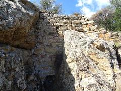 Sommet de la pointe du Casteddu di Foni :  vestiges d'enceinte en face E