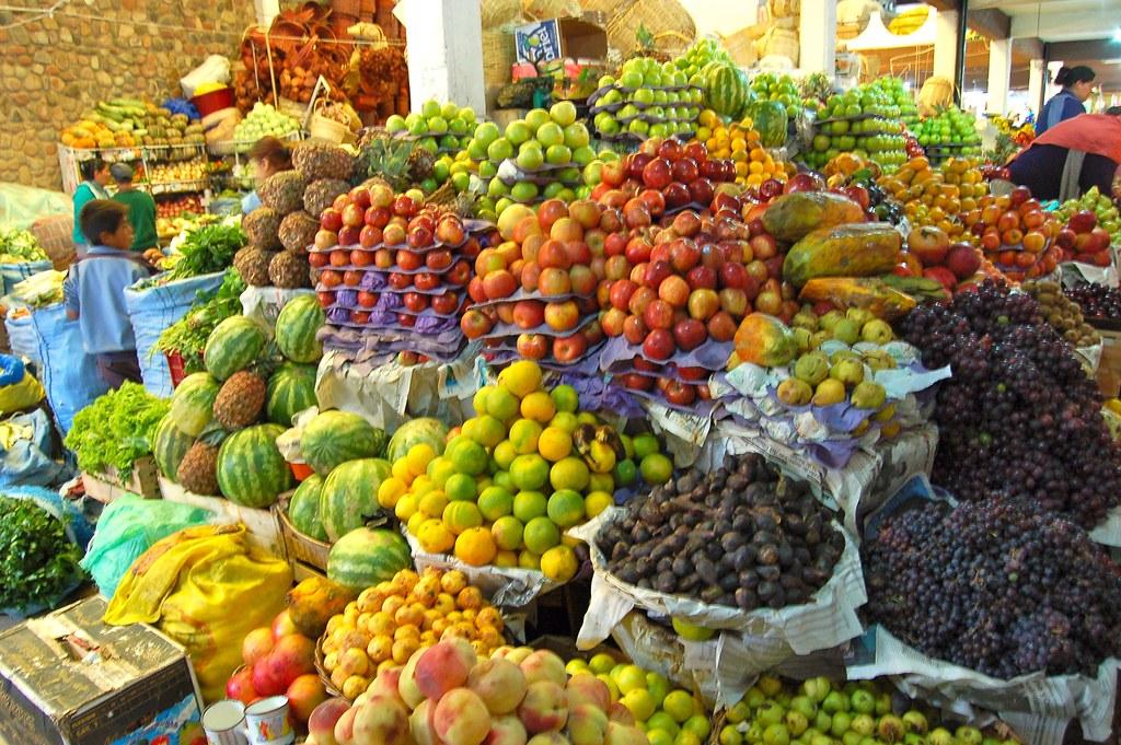 Tals de fruits et l gumes au march manuel menal flickr - Difference fruit et legume ...