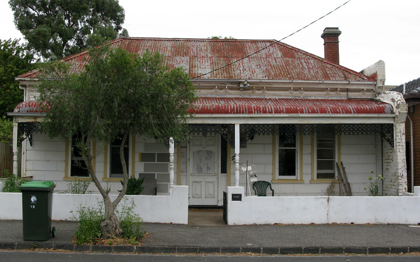 Old house i used to live in melbourne auctioned in 2004 for Classic house 2004