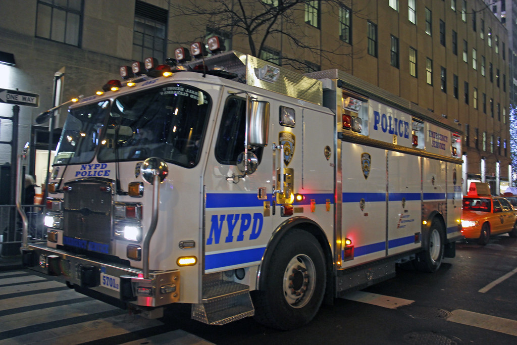 Picture of a brand new city of new york police department for Bureau new york conforama