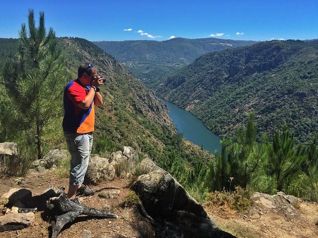 Sele en uno de los miradores que hay en el Cañón del Sil (Ribeira Sacra, Galicia)