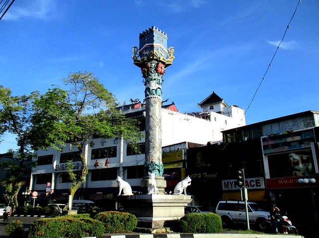 Totem pole cat monument Kuching