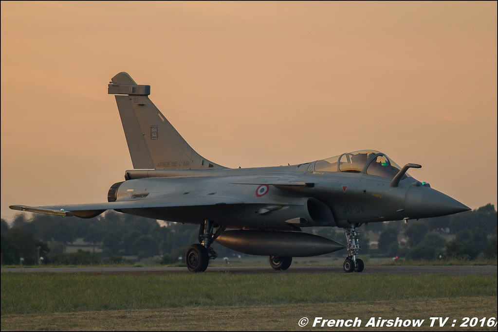 Rafale NN , Sunset , dassault , Escadron de chasse 2/30 Normandie-Niemen ,22 ème meeting aérien international de Roanne , Meeting Aerien Roanne 2016, Meeting Aerien Roanne , ICAR Manifestations , meeting aerien roanne 2016 , Meeting Aerien 2016 , Canon Reflex , EOS System