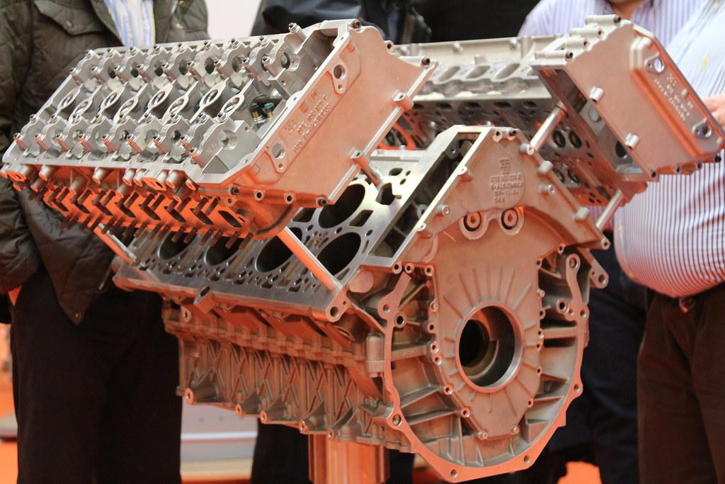 Bugatti Veyron Engine 04 Bugatti Veyron Engine Www Origi Flickr