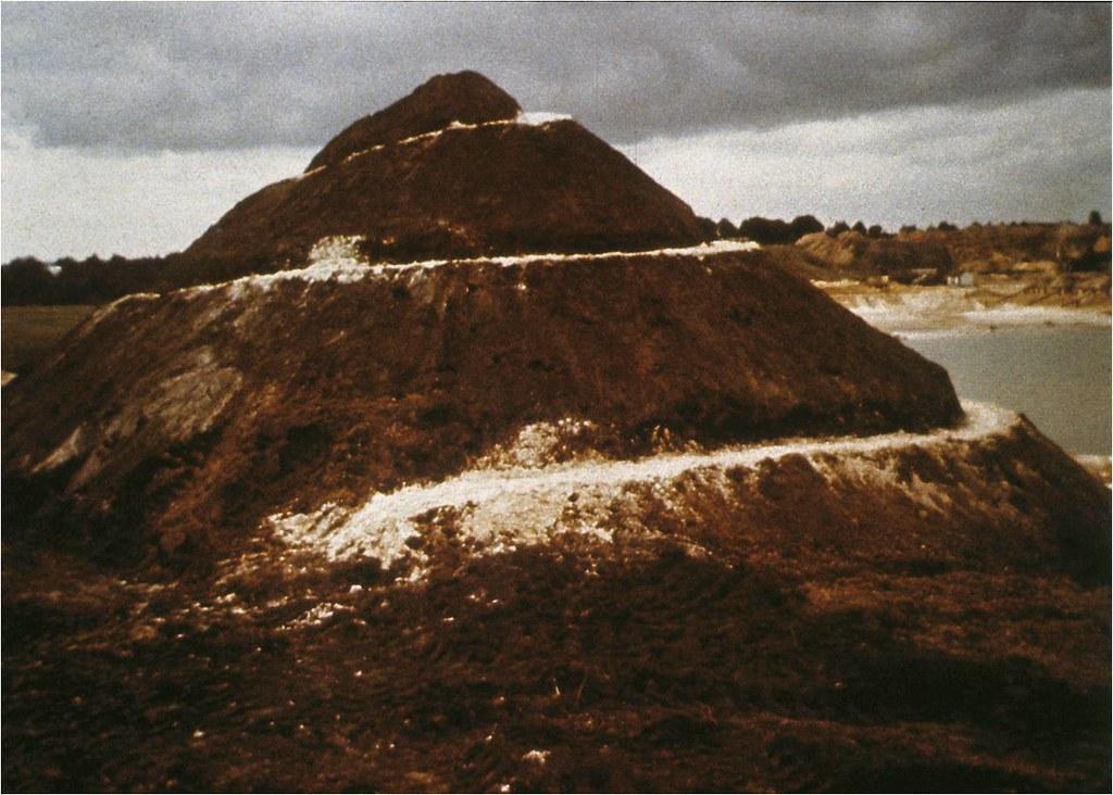 Robert Smithson Spiral Hill 1971 Manonetsido Gmail Com