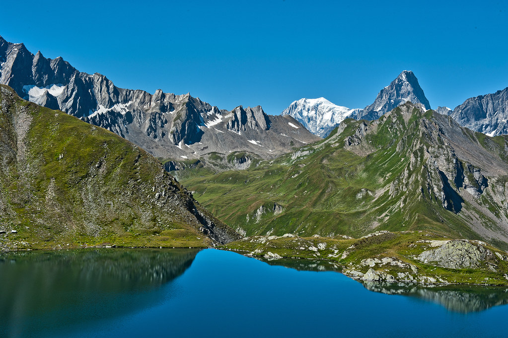 Lac de fen tre mont blanc and the grandes jorasses the for Lacs de fenetre