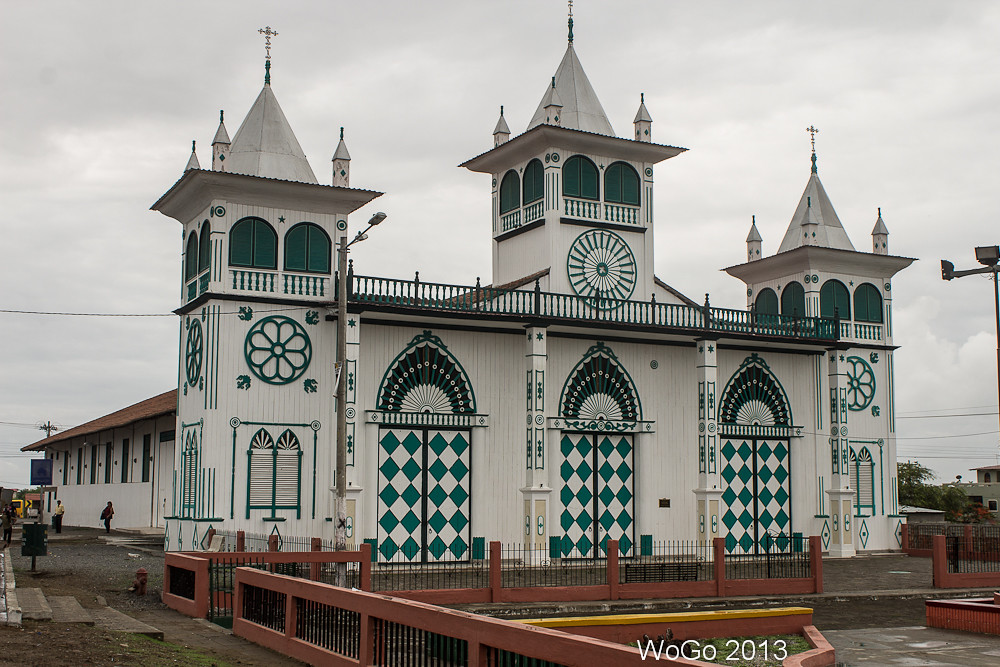 Iglesia del morro guayas ecuador a wooden church for Ministerios del ecuador