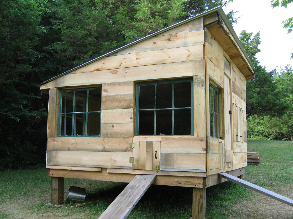 The finished chicken coop | Side view | Daniel Rivera | Flickr