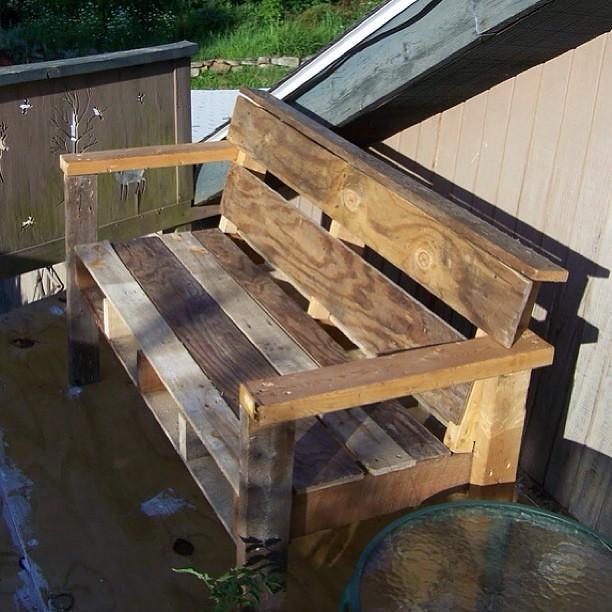 Otro de nuestros sillones para jard n realizado con palets for Sillones para jardin hechos con palets