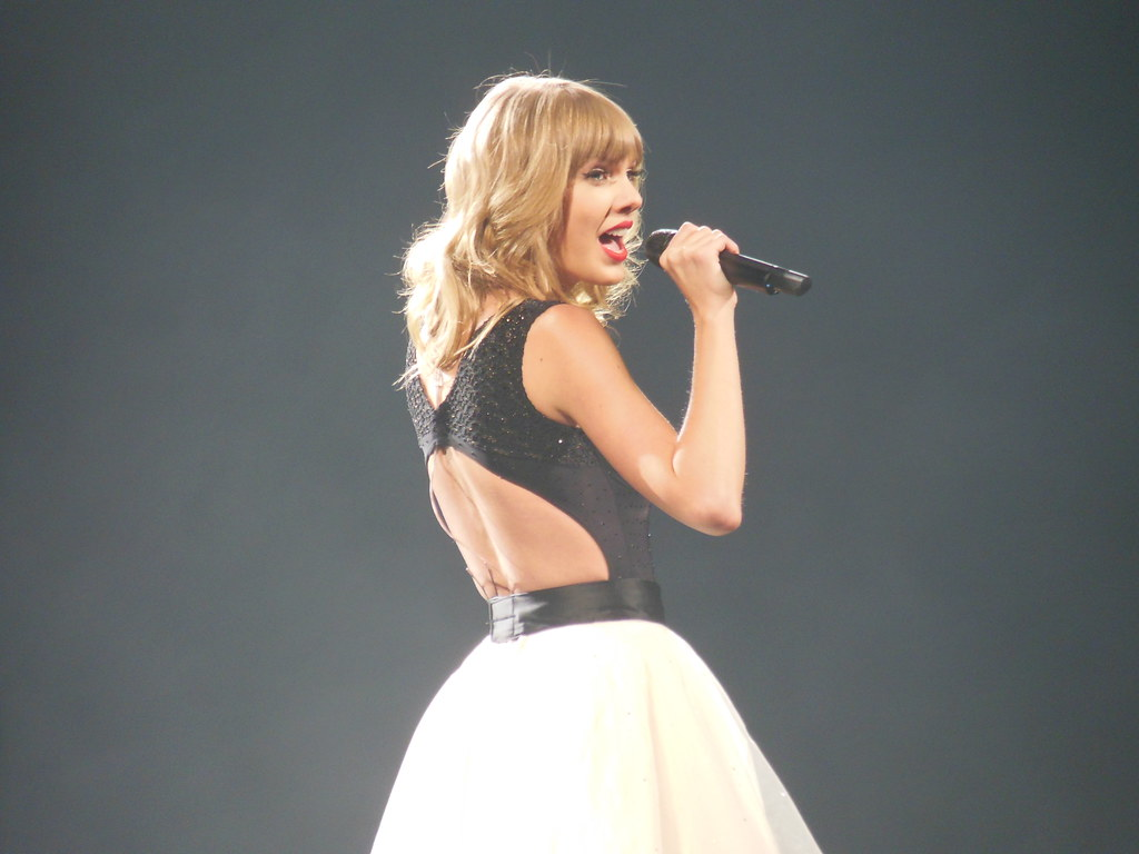 Taylor Swift – Music Videos, Concerts and Exclusive Image