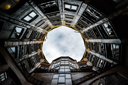 La Pedrera Courtyard 5 | by chriswalts