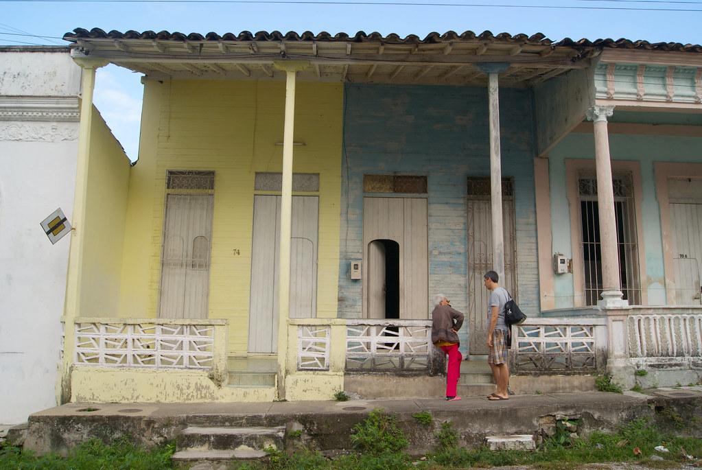Viejas casas de madera con medio siglo sin arreglos en ca for Arreglos de casas viejas