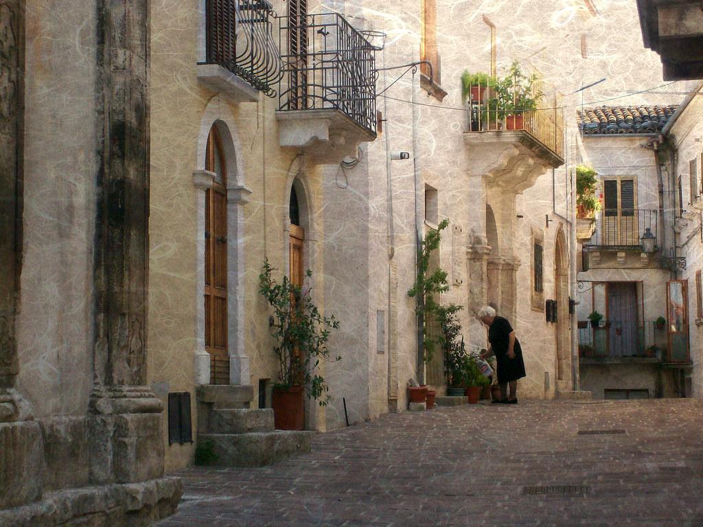Un angolo del centro storico di san valentino in abruzzo c for Pensierini di san valentino