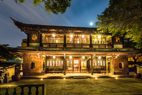 Full Moon At Lin 39 S Garden This Traditional