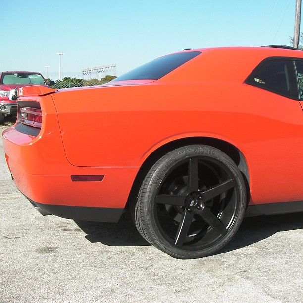 xo wheels miami 22 inch staggered 2010 dodge charger rt v. Black Bedroom Furniture Sets. Home Design Ideas