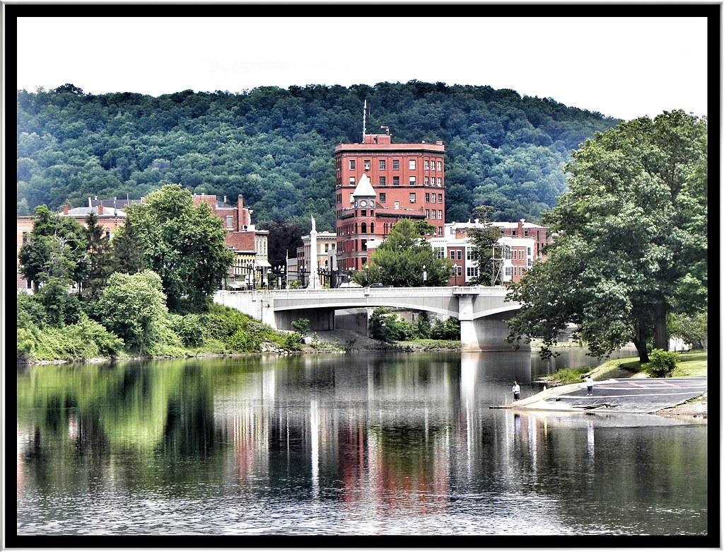 Downtown Warren Pa Historical City Warren Is A City In W Flickr