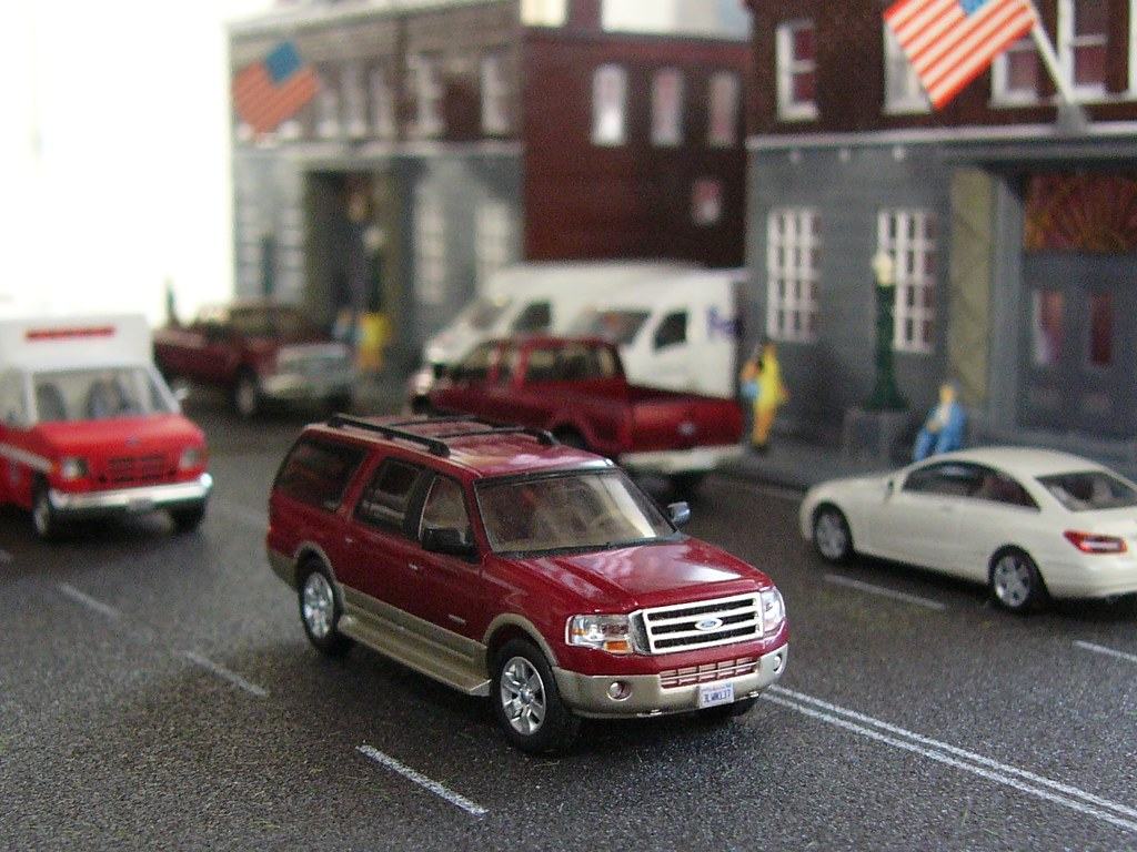 1:87 Ford Expedition | 1:87 scale River Point Station ...