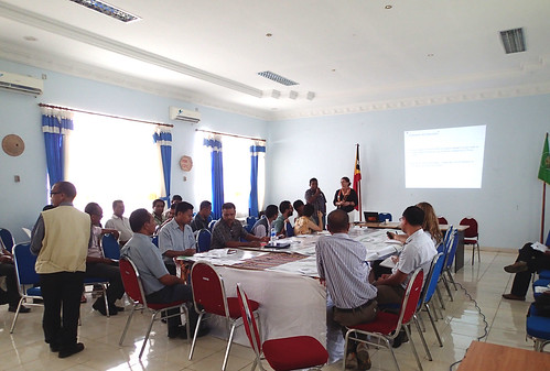 Discussion on climate change adaptations in Dili, Timor-Leste. Photo by S. Suri, 2013.