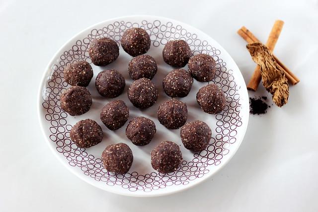 Mexican Mocha No-Bake Cookie Balls (grain-free, gluten-free, vegan + sugar-free)