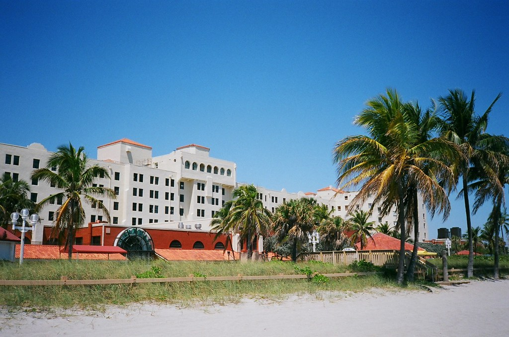 historic hollywood beach resort minolta freedom dual and. Black Bedroom Furniture Sets. Home Design Ideas