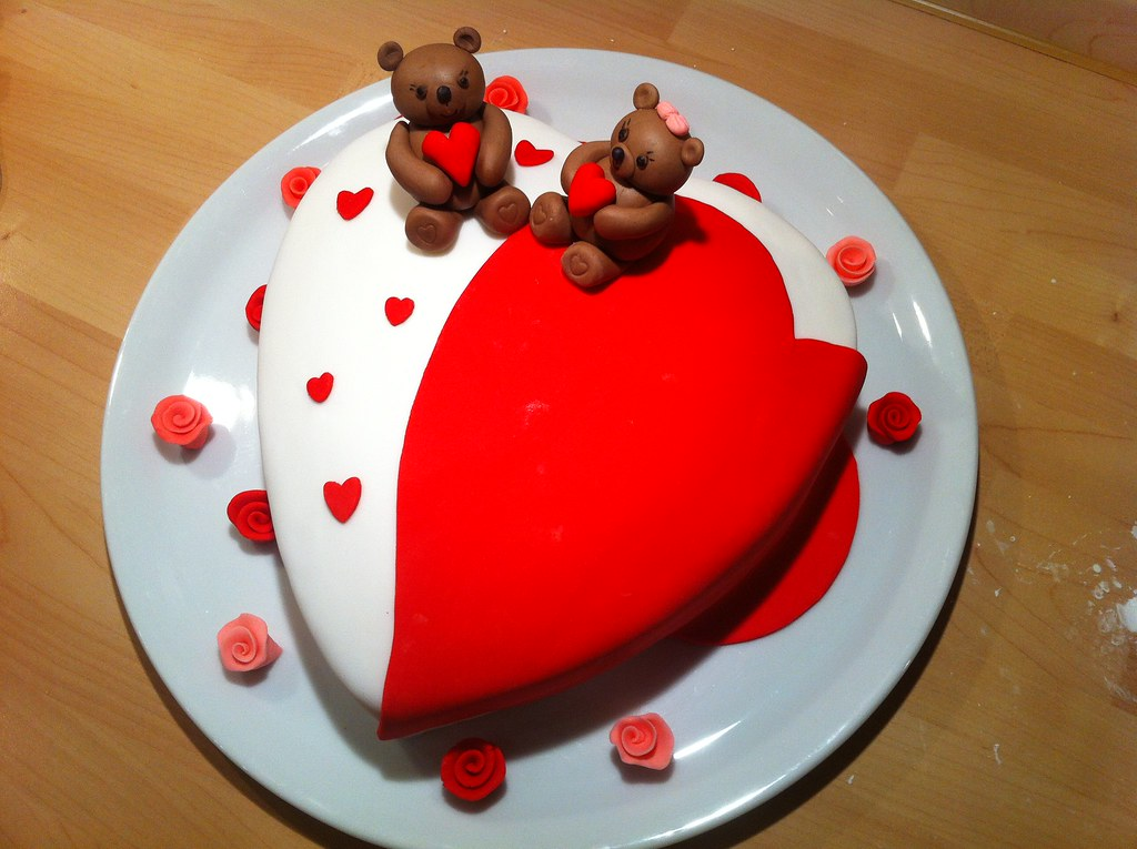 All sizes | Valentinstag Torte mit Bärchen aus Fondant | Flickr ...