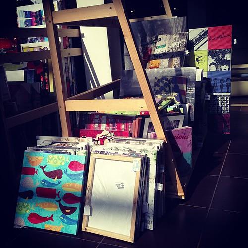 Uno de nuestros expositores de cuadros hechos con madera r - Cuadros con palets ...