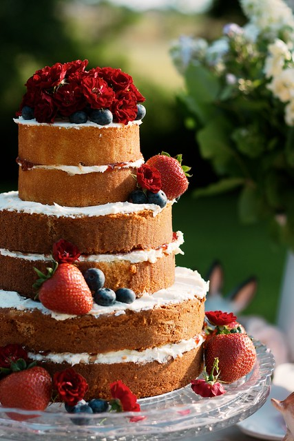 how to make a 3 tier sponge wedding cake 3 tier sponge cake garden flickr 15779