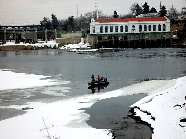 Fishing the wisconsin river at wisconsin dells as the for Wisconsin ice fishing resorts