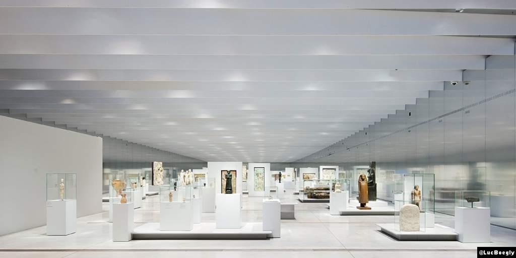 Int rieur de la galerie du louvre lens luc boegly nou for Louvre interieur