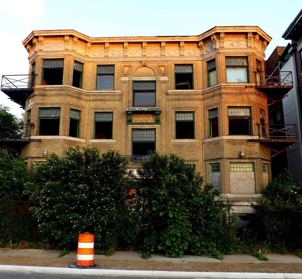 Davenport Apartments: The Davenport Apartments (Alternative View, Color)--Detroi