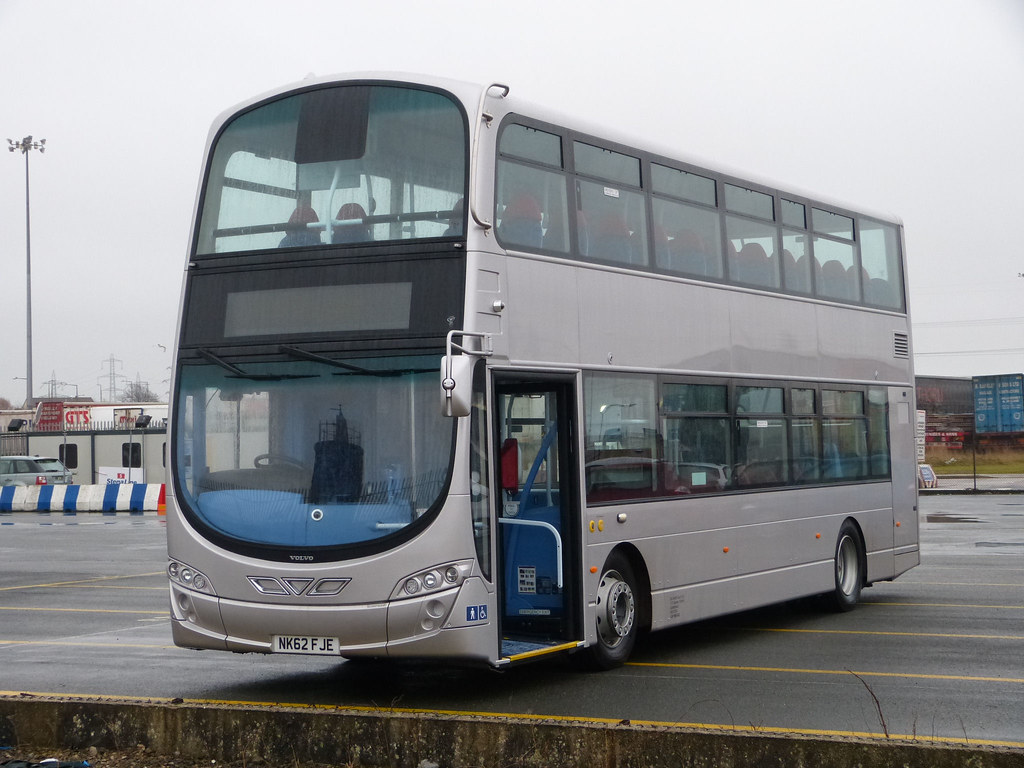 https://www.flickr.com/photos/mals_uk_buses/8580712960/