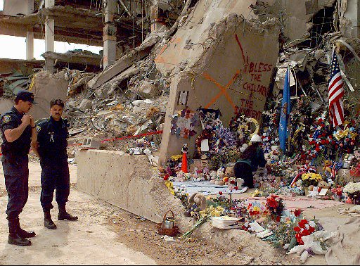 OKLAHOMA BOMBING | Officials stand near the Alfred P ...