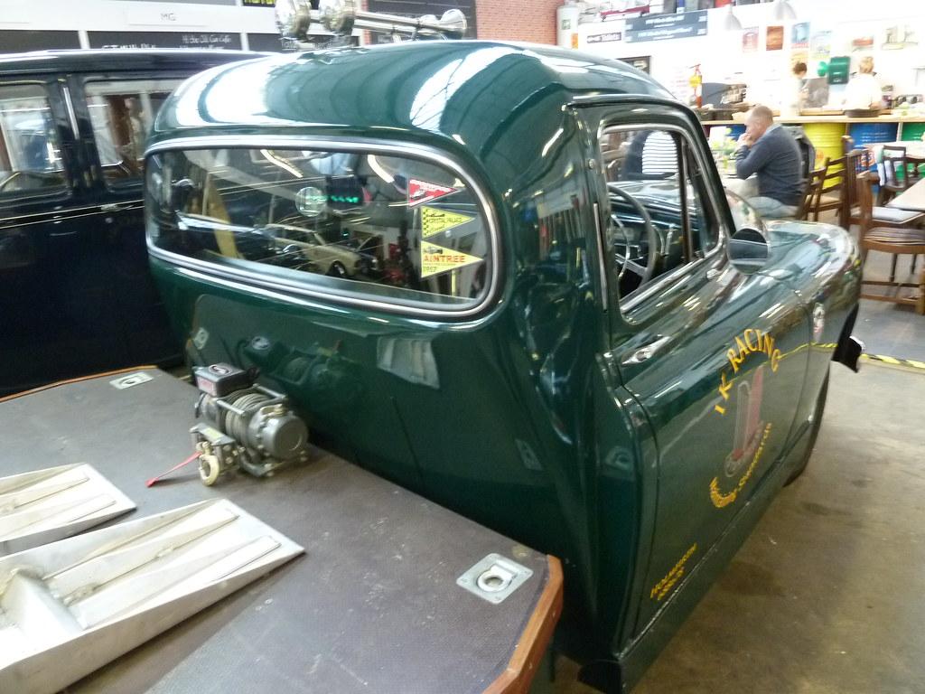NOD 971 - 1952 Standard Vanguard Car Transporter \