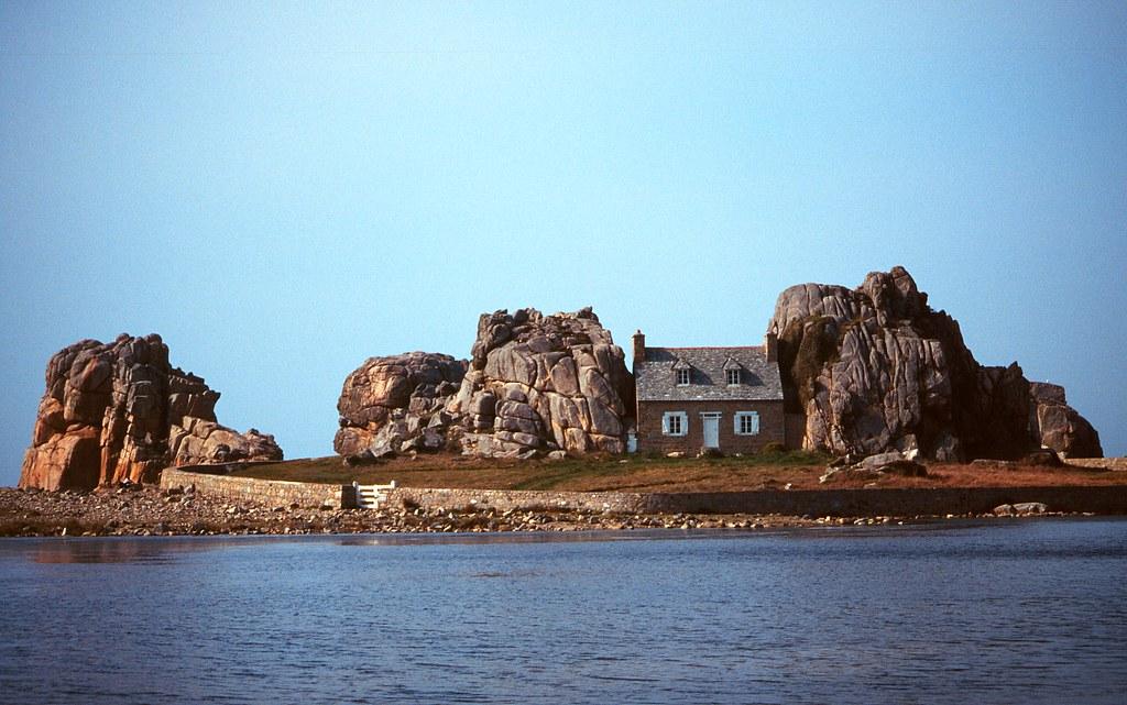 Castel meur la petite maison entre les rochers c tes d 39 flickr - Maison entre les rochers ...