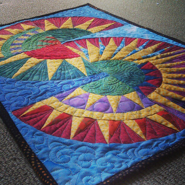 Beauty By Aurthi New York New York: New York Beauty Mini #quilt. Free Motion Quilted. Will Pro