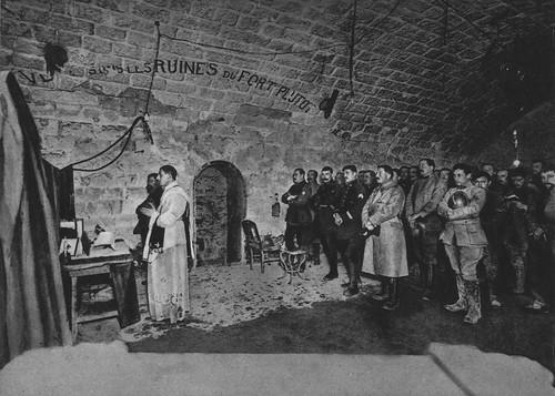 die mitternachtsmesse zu weihnachten 1916 im fort douaumon. Black Bedroom Furniture Sets. Home Design Ideas