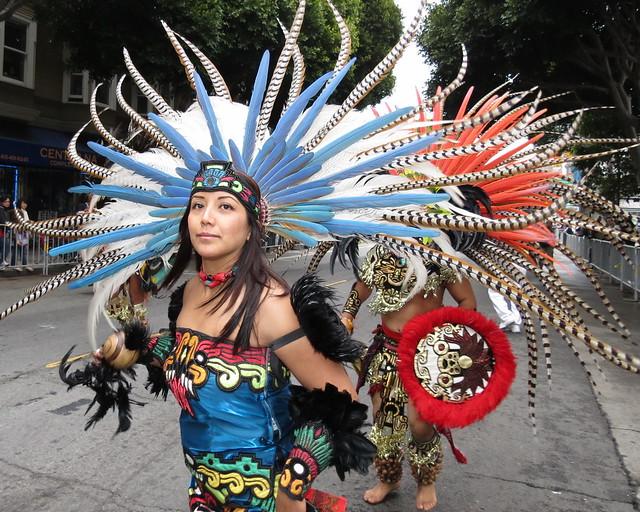 2 Xiuhcoatl Danza Azteca Carnaval SF 2012 010