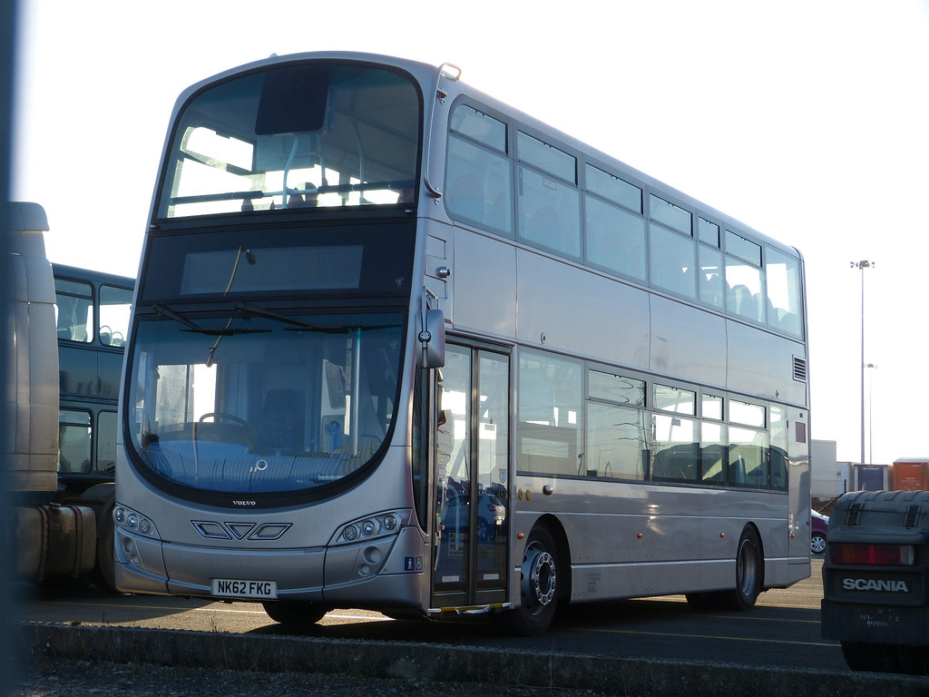 https://www.flickr.com/photos/mals_uk_buses/8582564388/