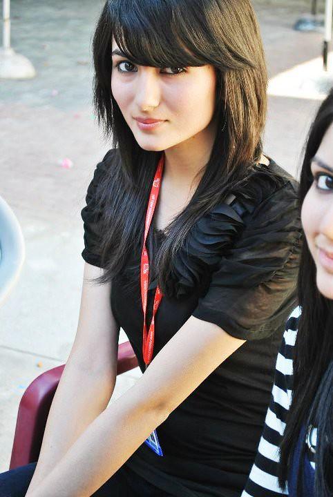 Beautiful-Karachi-Pakistani-Lahori-Girls-Pictures-35-By-Na