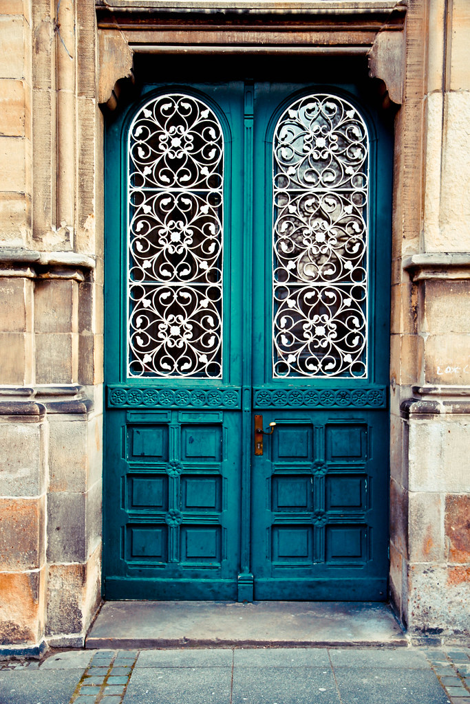 красивейшая входная дверь