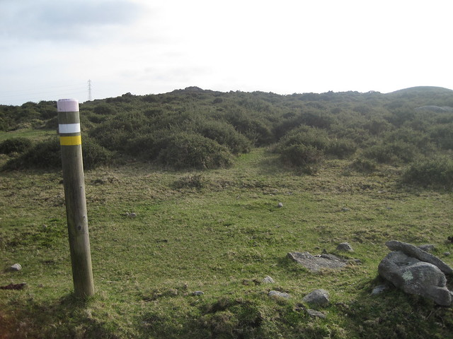 Poste PR en la Ruta Megalítica por la Sierra del Barbanza