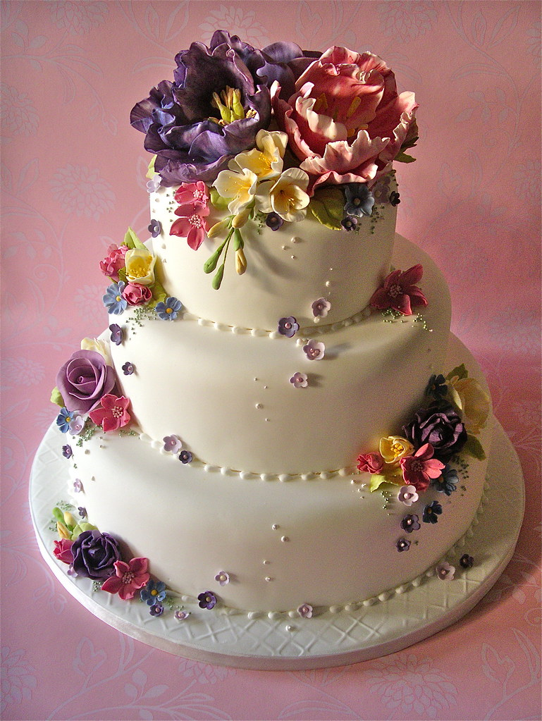 Cottage garden wedding cake lynette horner flickr for Outdoor wedding cake ideas