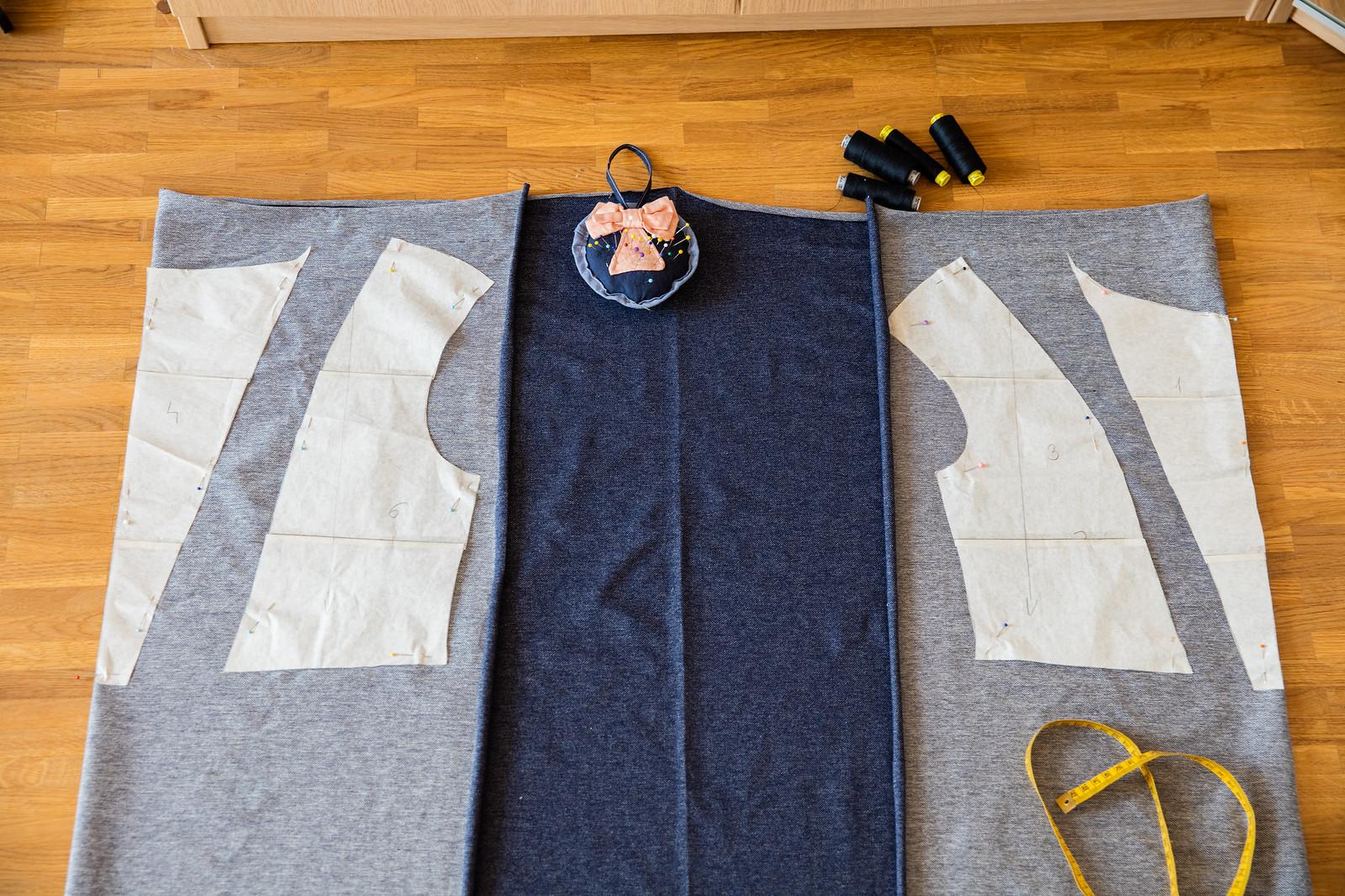 Jak ułożyć wykrój na tkaninie
