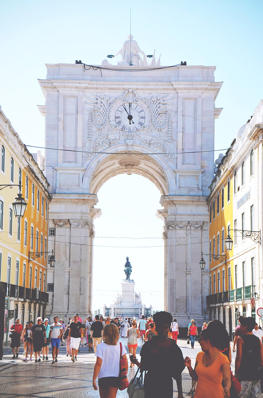 Arco da Rua Augusta, Lisbon - Portugal | via It's Travel O'Clock