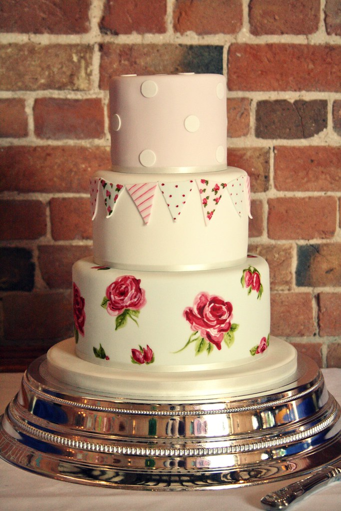 country fete wedding cake delivered to ingon manor stratf