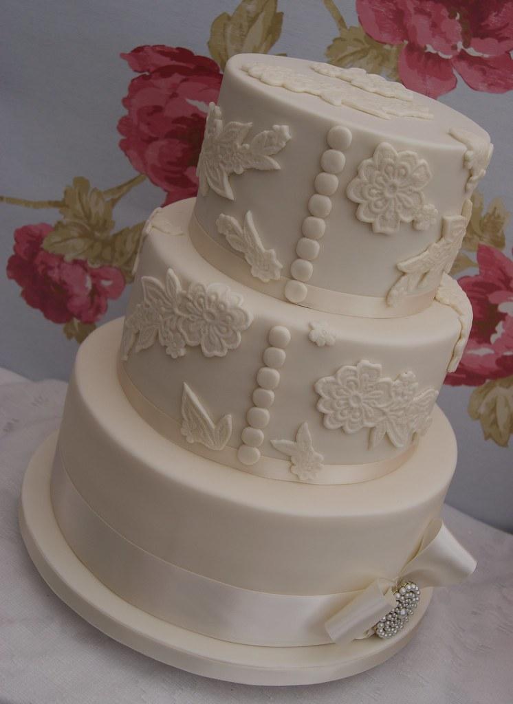 Lace Applique On Cakes