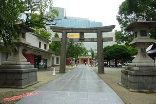 P1060676 Templillo frente al Bic Camera (Fukuoka) 14-07-2010