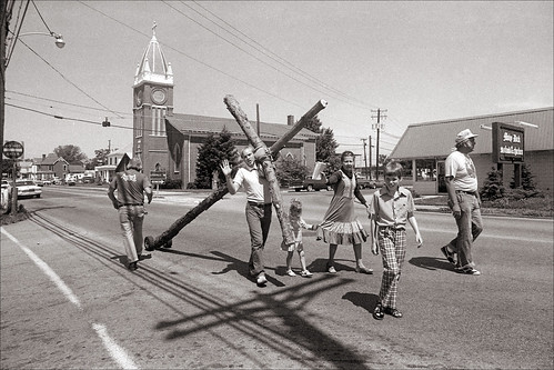 Old rugged cross | Dragging a cross down Main Street in ...