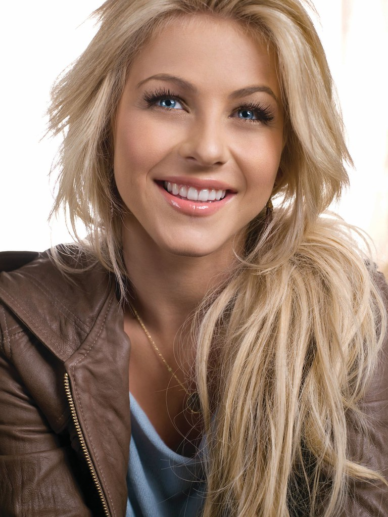 hot-girl-american-actress-julianne-hough-wallpapers-1 | flickr